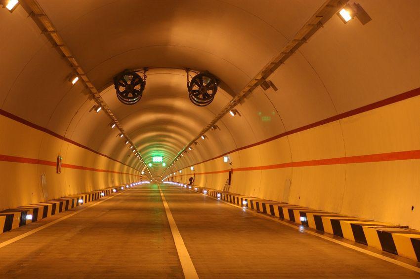 西昌段高速路隧道照明